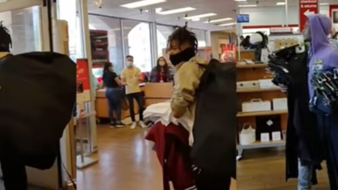 Watch This: Crooks Walk Out with Stolen Merchandise in Broad Daylight...