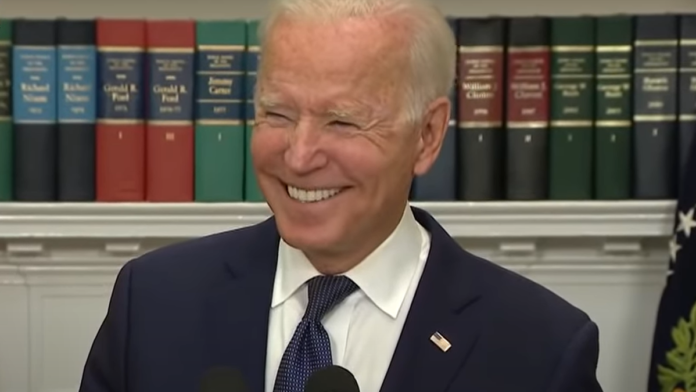 Must See Reporter Confronts Biden on His 'Incompetence' Poll...