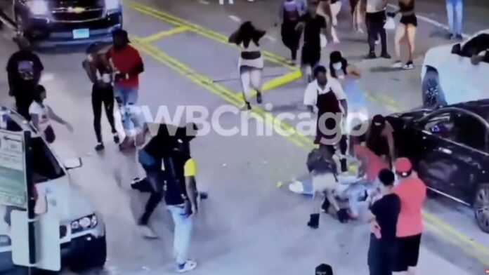 Chicago Trifecta of Mugging, Beating and Street Twerking All in One Video